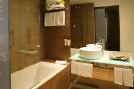 Neya Lisboa Hotel • Guest Bathroom
