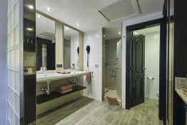 Hotel Riu Tequila • Guest Bathroom