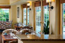 Royal Scot Hotel & Suites • Restaurant