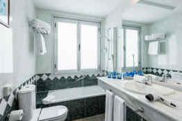 Tryp Madrid Chamartín - Bathroom