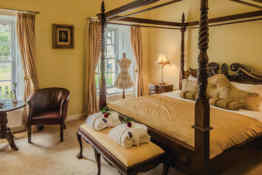 Roganstown Hotel & Country Club • Master Suite