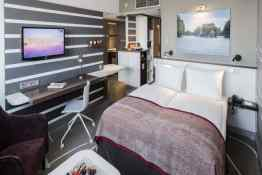 Holiday Inn City • Guest Room