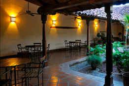 Hotel Patio del Malinche • Garden Dining
