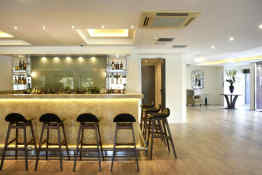 Athens Avenue Hotel • Bar