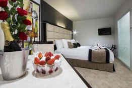 VR Queen Street Hotel & Suites • Guest Room