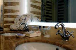 The Duke Hotel Roma • En Suite Bathroom
