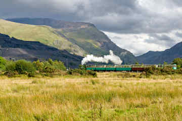 Steam train in Snowdonia • Wales