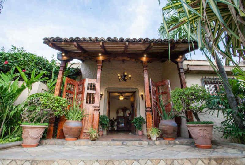 Hotel Los Robles • Exterior