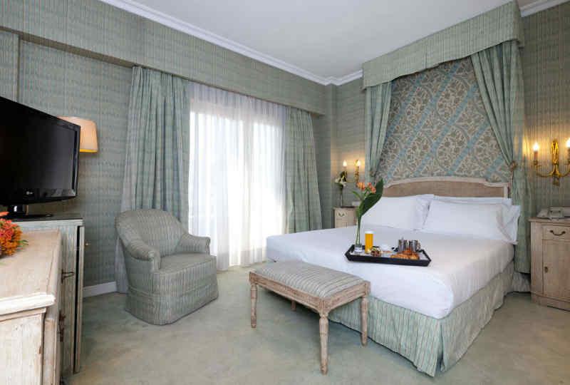 Hotel Praga • Guest Room