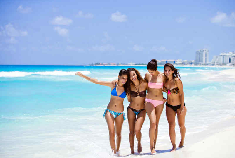 Have fun with friends in Cancun