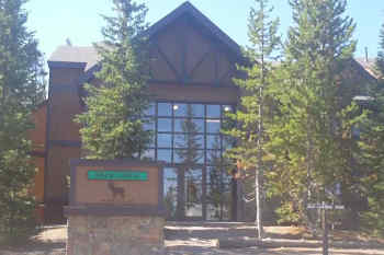 Grant Village Lodge