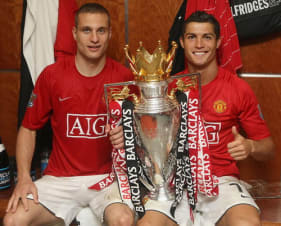 Man United players with trophy