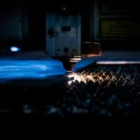 レーザーでの精密微細加工とは?メリットやおすすめの工場もご紹介!