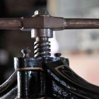 【金属の曲げ加工】加工方法やよく使われる材質について解説!