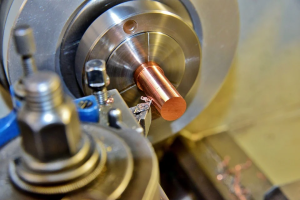 金属加工業者おすすめ4選!様々な加工方法を持つ工場の特徴・強みを解説!