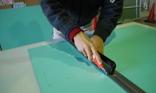 アルミ複合板のカットについて解説!注意点についても細かくご紹介!