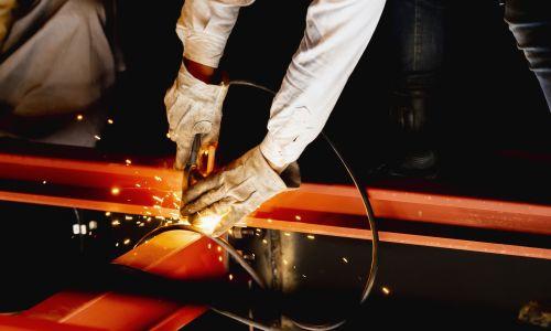 【溶接の資格】種類一覧!費用と取り方&難易度別!プロの溶接工が取っておくべき資格