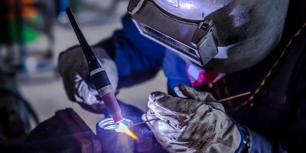 ガス溶接・ガス切断の特徴や加工手順、用途をご紹介!