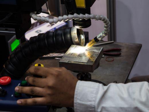 レーザー溶接とは?特徴や仕組みからメリットまでの基礎知識