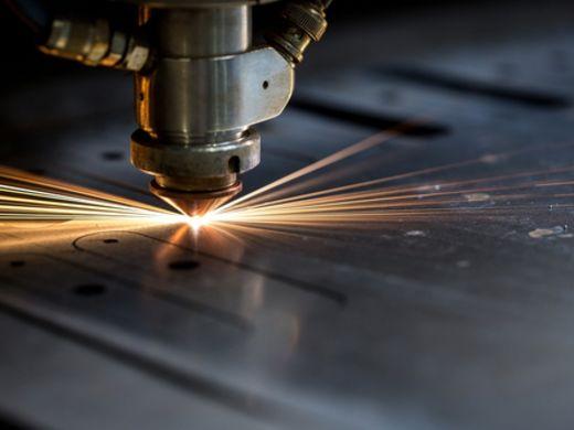 金属をレーザー加工ならMitsuri!対応可能な板厚、サイズについて解説しています!