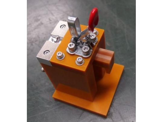 3D加工機『MDX-540』を用いて作成した治具