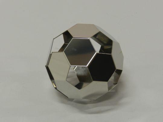 スチールサッカーボール