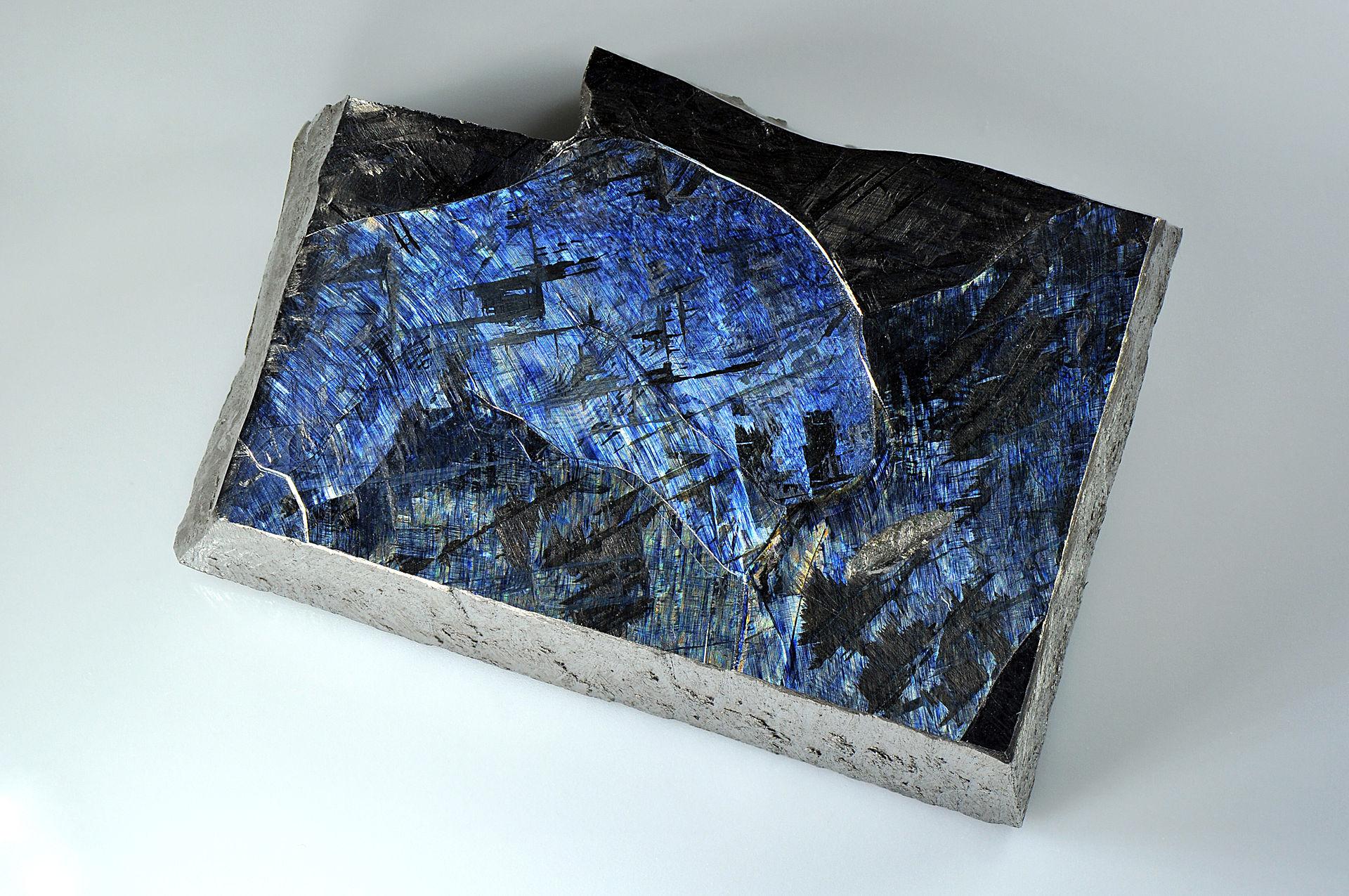 チタンの結晶の写真