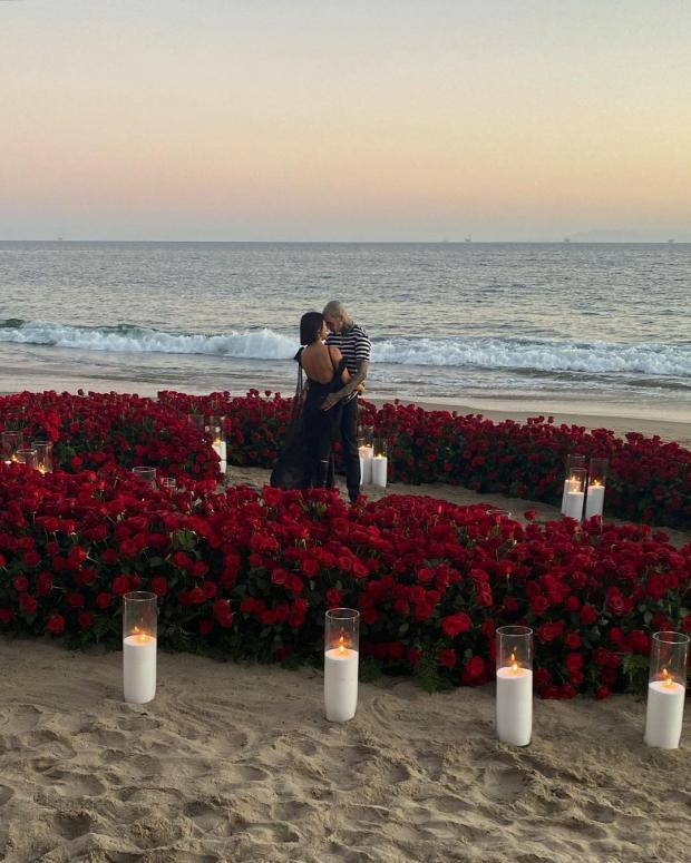 Кортни Кардашьян и Трэвис Баркер помолвлены: телезвезда показала новые фото с женихом
