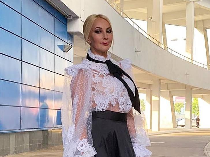 «Моя любимая»: Кудрявцева в черном платье с пышным жабо отметилась на съемках с Долиной