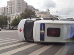 Скорая помощь с ковидными пациентами попала в ДТП в Челябинске