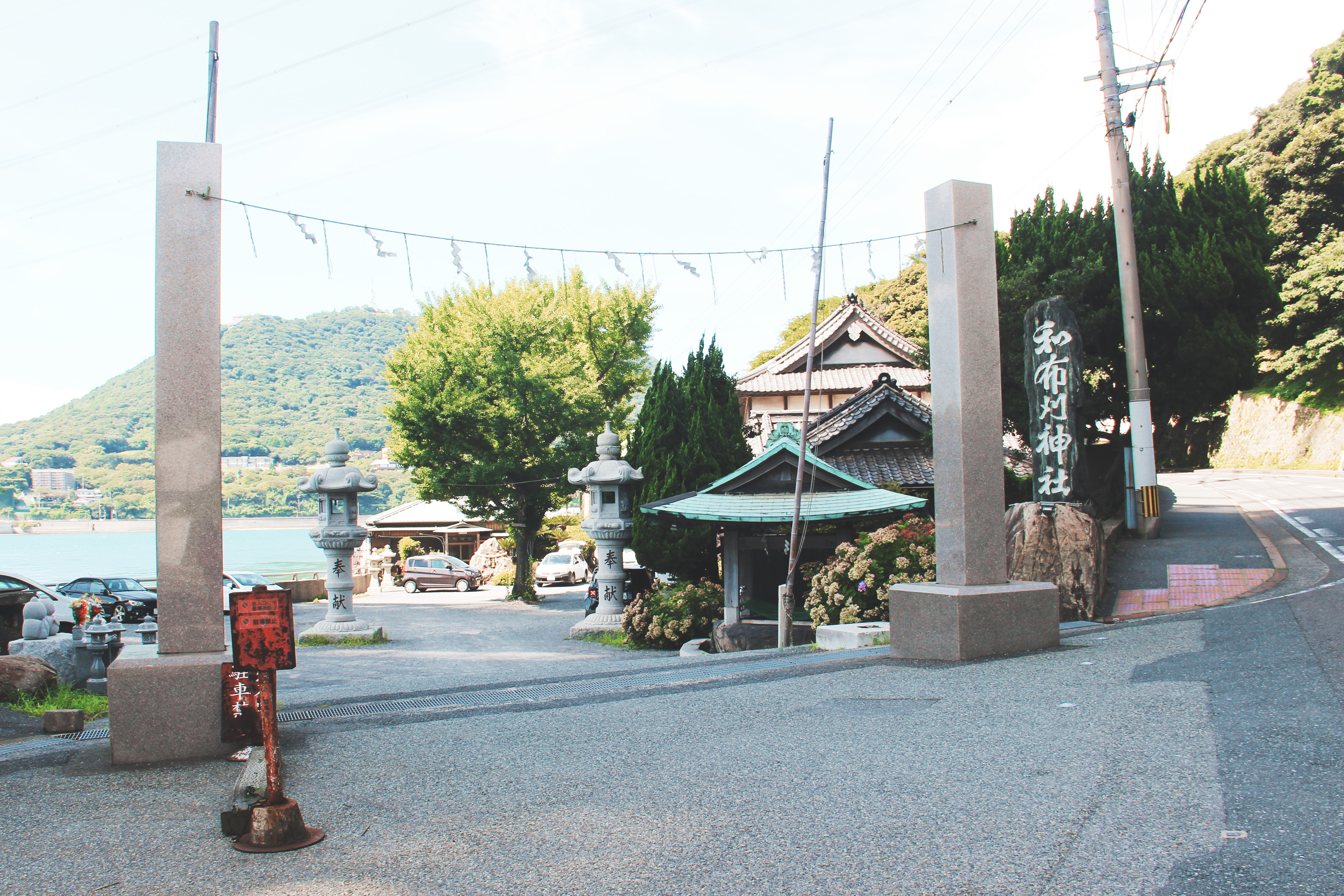 和布刈神社入口和对岸的火之山