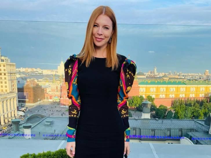 39-летняя Подольская в миниатюрном платье-бюстье и на шпильках отметилась на красной дорожке