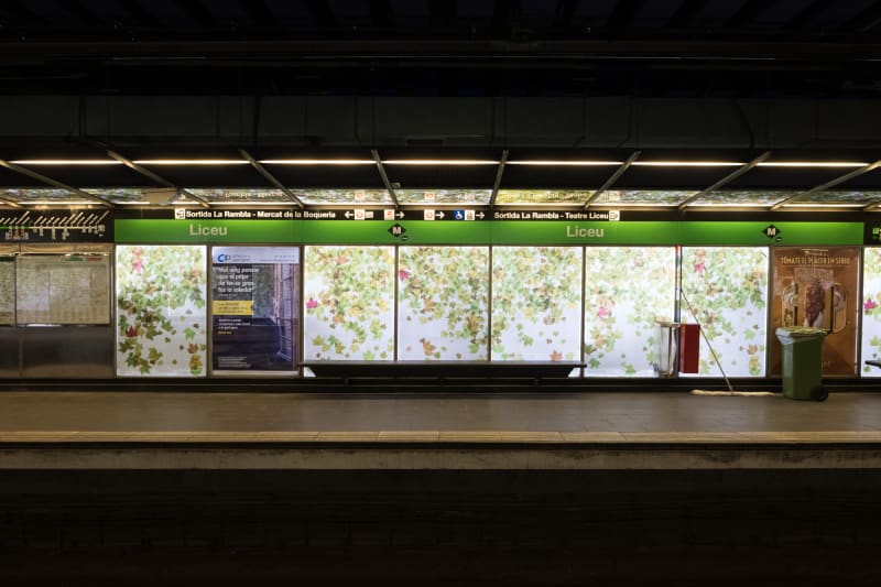 A photo of the side of a metro platform, taken from the opposite side.