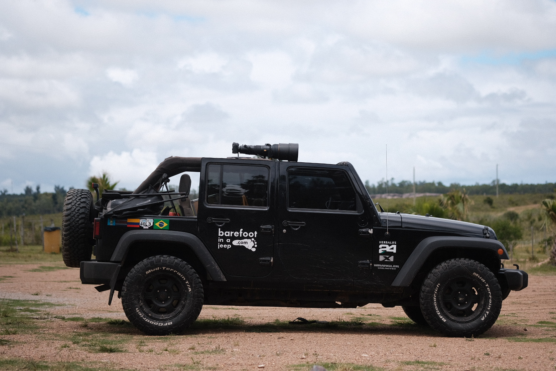 Jeep Wrangler with a mounted 600mm NIkon