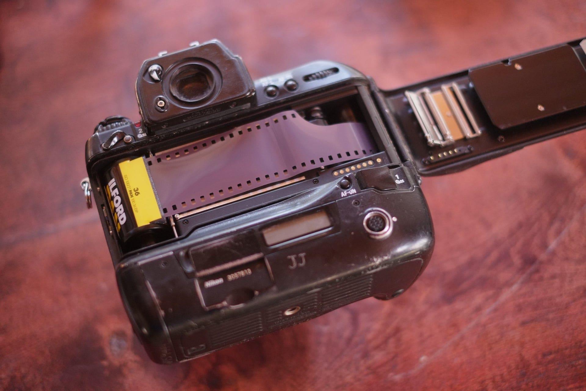 Nikon F5 changing film