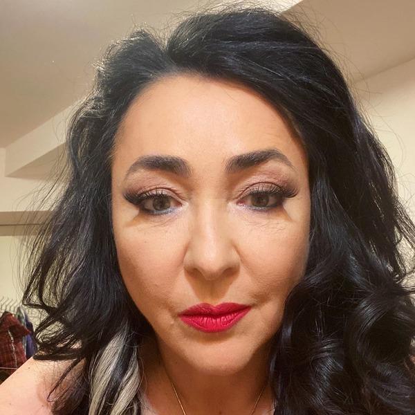 Лолита Милявская решилась на домашнюю бьюти-процедуру (и продемонстрировала ее результат)
