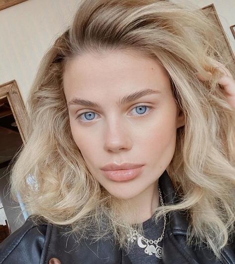Супруга Никиты Преснякова Алена Краснова опубликовала откровенные фото в одних трусиках