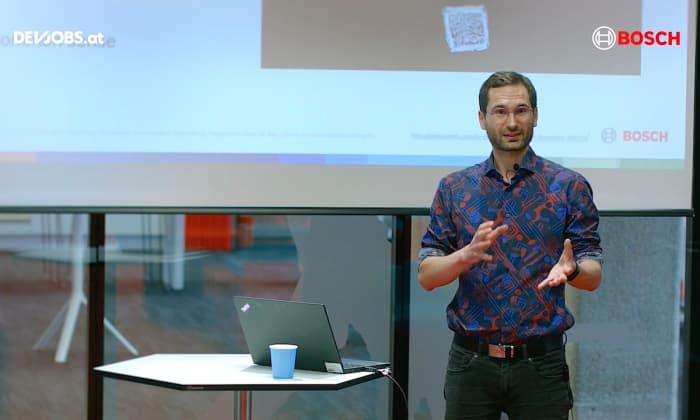 "Tech Talk: ""Why you shouldn't build a microservice architecture"" mit Michael Eisenbart von Bosch"