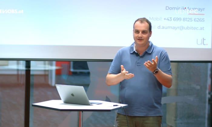 """Tech Talk: """"Templating + Git = ❤"""" mit Dominik Aumayr von Ubitec"""