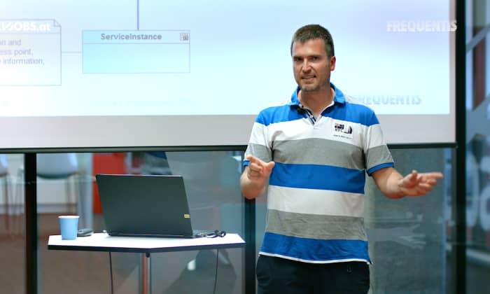 """Tech Talk: """"Drones Swim"""" mit Thomas Lutz von Frequentis"""