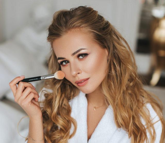 Блогер Анастасия Смирнова о косметике, с которой ты начнешь делать селфи без макияжа