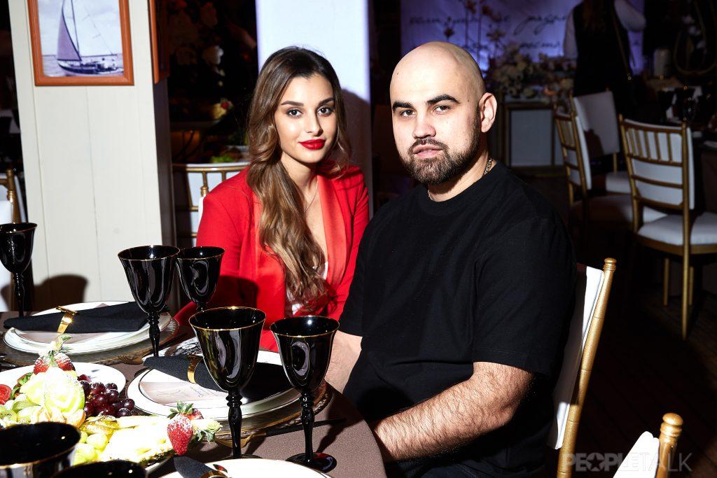 Прямой эфир PEOPLETALK: в гостях певец Artik со своей супругой Раминой