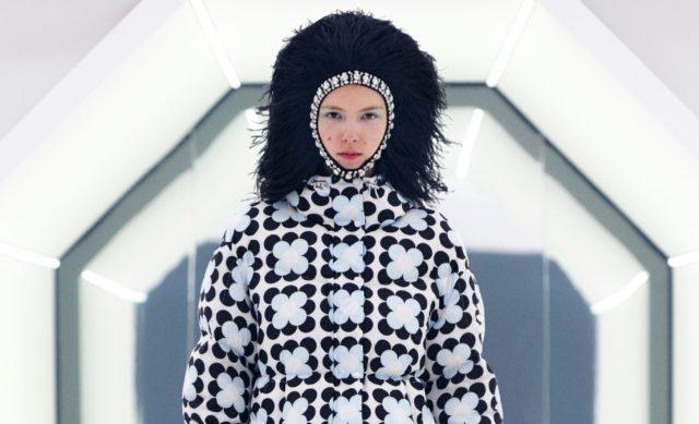 Показ Moncler 8 Richard Quinn на Неделе моды в Милане