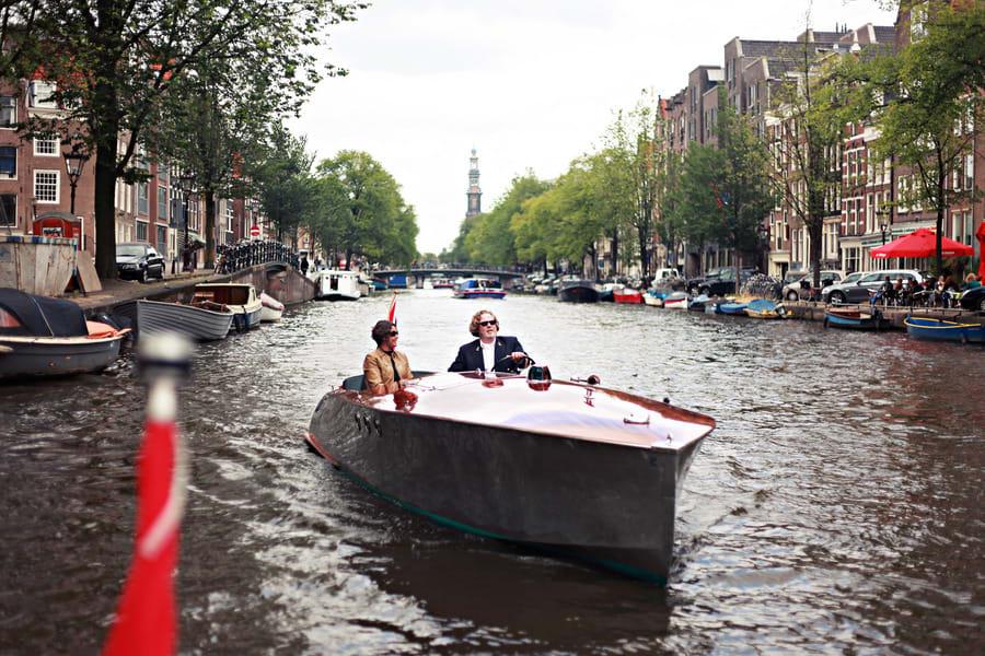 Открытая лодка Anne Bonney