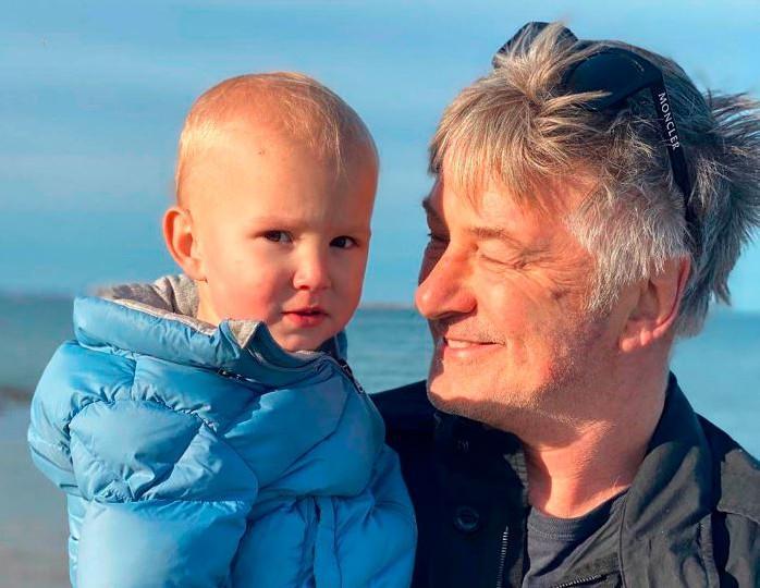 Долгожданное чудо: Алек Болдуин в шестой раз готовится стать отцом