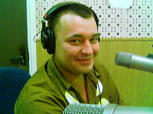 Сергей Жуков показал, как в 16-летнем возрасте участвовал в песенном конкурсе