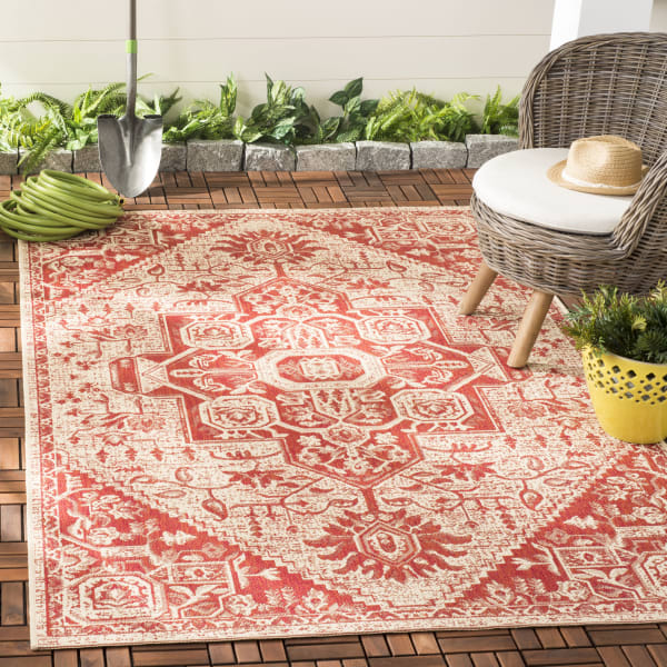 Laguna 138 4' X 6' Red Polypropylene Rug