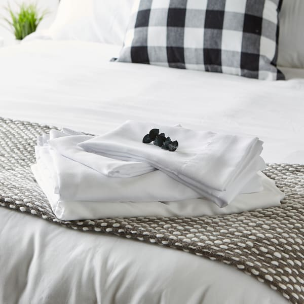 J&M White Microfiber Sheet Set King
