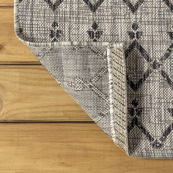 Moroccan Geometric Textured Weave Indoor/Outdoor Light Gray/Black Runner Rug