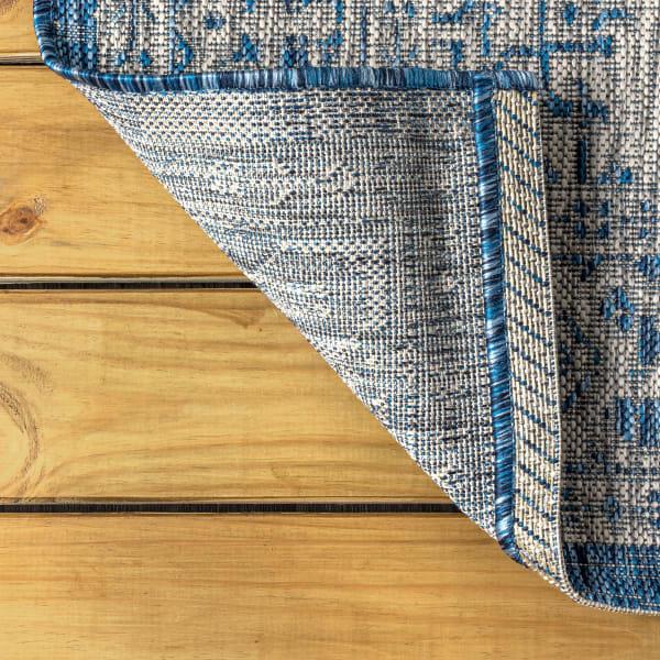 Medallion Textured Weave Indoor/Outdoor Navy/Gray Runner Rug